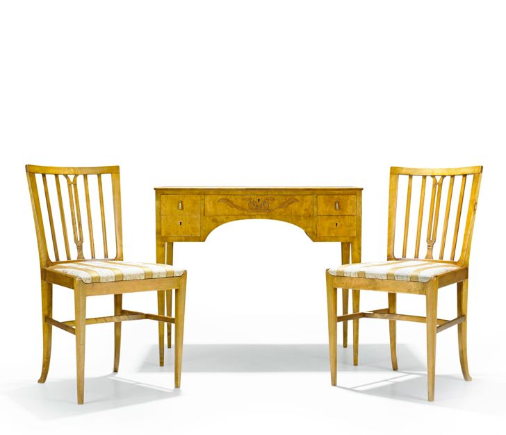 CARL MALMSTEN, dressing table and 1 pair of chairs, Nordiska Kompaniet, Stockholm 1927, polish birch, the table with four drawers in the frieze, plaque NK R 32145 - C23012 and NK R 32143 - C 23012, dressing table height 74, 86 x 44 cm, the chairs height 83 cm.