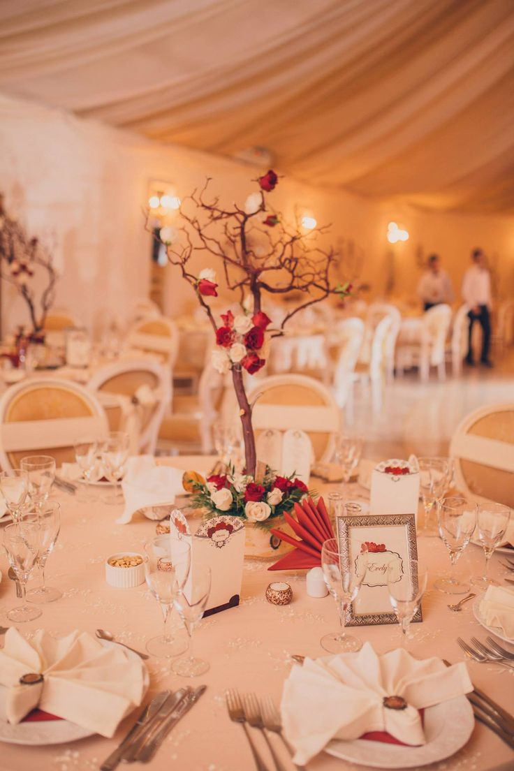 Romantic Victorian Wedding  Manzanita Centerpiece Photo Credits: Vlad Gherman Photography