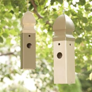 Build an attractive birdhouse that will last for a lifetime, yet only takes a few minutes to build. All you need to create a welcoming home for wrens and other small birds is a short piece of plastic fence post.