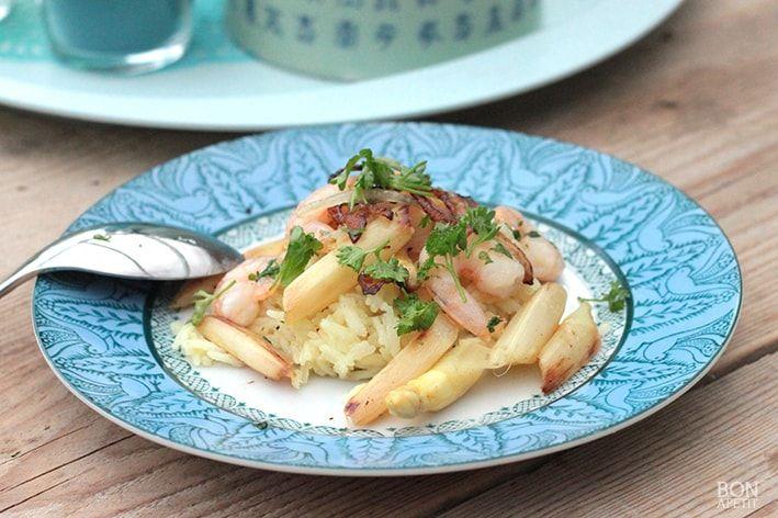 Smullen van een heerlijk recept met scampi's en asperges, dat eenvoudig is te maken? Bekijk de recepten op Bonapetit Foodblog!