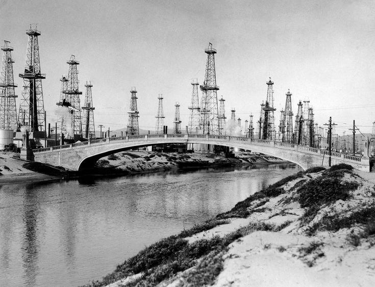 White sand, black gold: When oil derricks loomed over California beaches