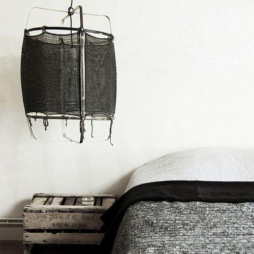Magic light van de ontwerpers van Ay Illuminate. Unieke hanglamp, design van bamboe en sisal. Grote hanglamp maat M in het zwart.