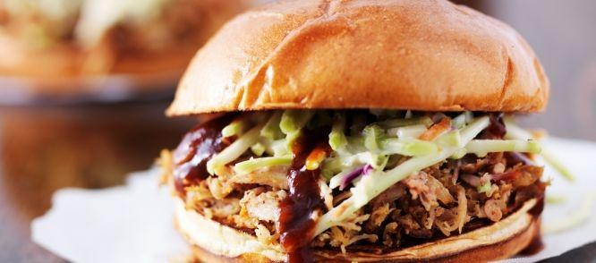 Heerlijk Amerikaans Slow Cooker recept voor op (hamburger)broodjes of met een frisse salade.