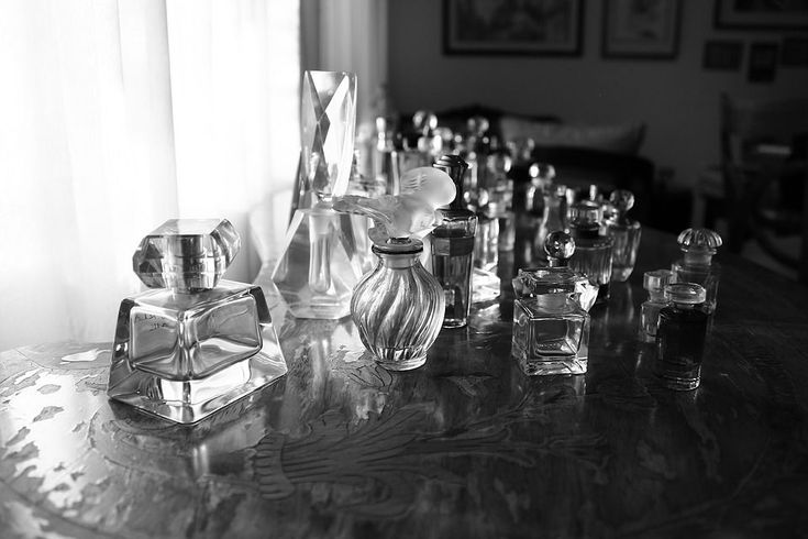 Biztosan van a közeledben, táskádban, a polcon parfümös üveg! Kérlek nézd meg! Keress rajta egy a parfüm töménységére vonatkozó jelölést -ezek lehetnek edc vagy edt vagy edp!Ha ezeket kicsit részletesebben is