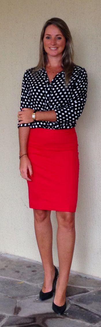 Look de trabalho - look do dia - saia lápis - saia vermelha - camisa poá - dots -polkadots