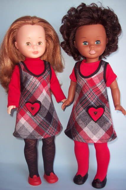 Esta minicolección en rojo y negro pertenece a una compañera que amablemente me ha permitido mostrárosla.  Todo empezó hace bastante tiempo...