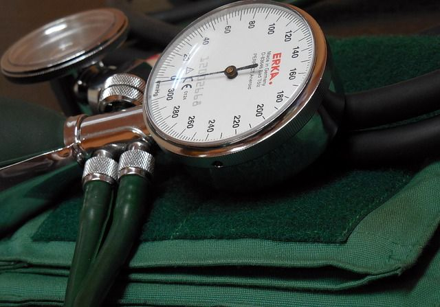 blood-pressure-monitor-350930_640