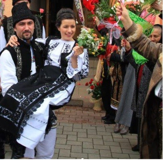 Țărani - Romanian couple in their traditional bridal outfits
