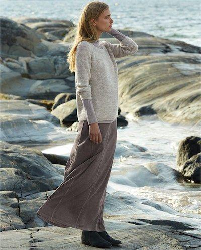 Poetry skirt. Eerbare kleding. Eng. Modest clothing. Fr. Vêtement modeste. Du. Bescheidene Kleidung. Sp. ropa modesta. Ru. Скромная одежда.