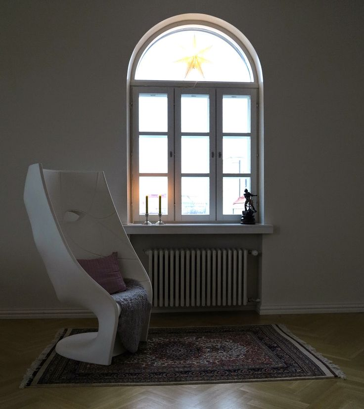 Reading corner with a view! Nemo chair, oriental carpet.