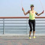 İp atlamak kalori yakmak için çok ideal bir egzersizdir. Evde yapabileceğiniz bu kolay egzersiz ile zayıflayanlardan olun.