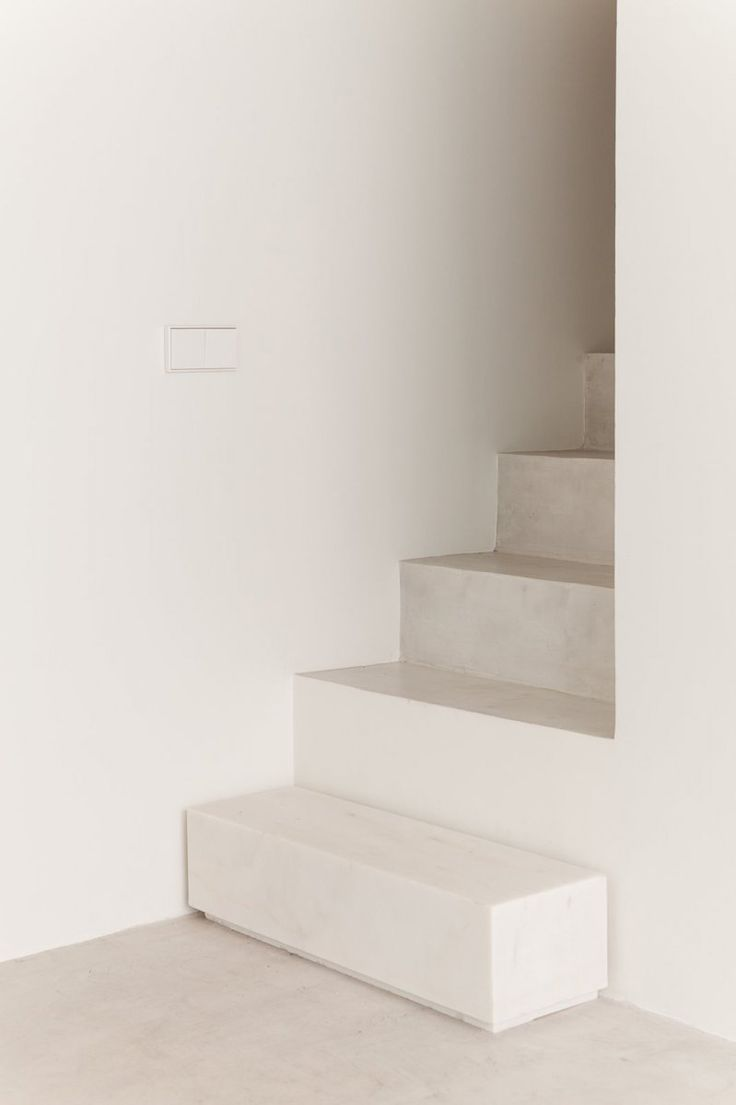 Marble step. House in Caselas by PHDD Arquitectos
