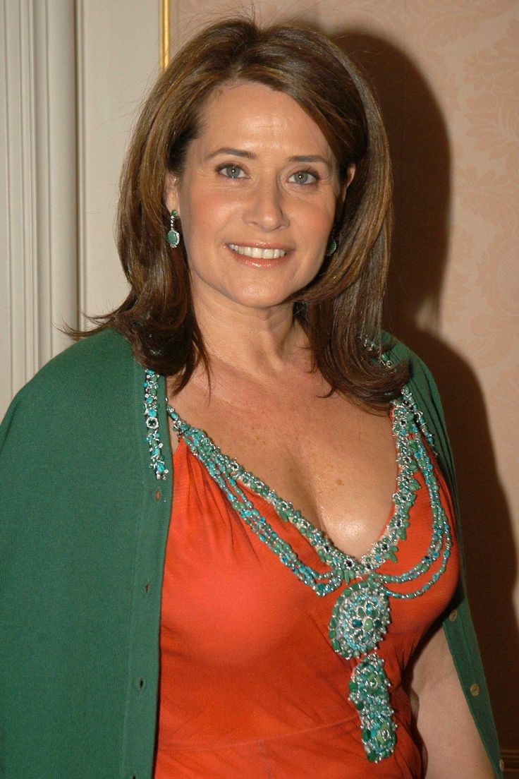Graceful Lorraine Bracco...Swish lips... Her other films include Someone to Watch Over Me, Riding in Cars with Boys, The Basketball Diaries, Medicine Man, Radio Flyer and Hackers.