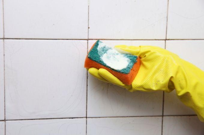 Nettoyer joints carrelage Le Blanc de Meudon ou La pierre d'argile ou Les cristaux de soude ou  Le bicarbonate ou Le percarbonate de soude ou Le vinaigre blanc  Le citron salé