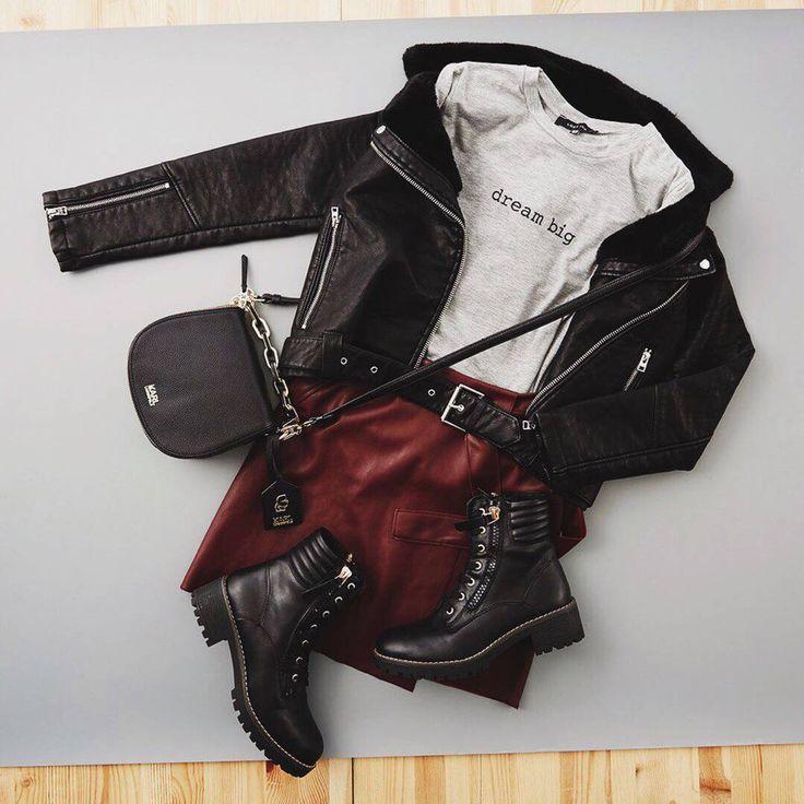 Кожаная косуха, футболка с надписью, тяжелые ботинки – каждая деталь будет выдавать в вас бунтарку и искательницу приключений, даже если вы спешите не на рок-концерт, а в библиотеку  Ботильоны #Keddo KE037AWKDX07 Куртка #Topshop TO029EWLSM91 Юбка #RiverIsland RI004EWKVY89 Футболка #LOSTINK LO019EWNIS28 Сумка #KarlLagerfeld KA025BWJYU81 #lamodaru