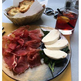 Light snack while everyone naps  #atrani #amalficoast #italy #localproduce #negroni #holiday #travel #mondayfunday