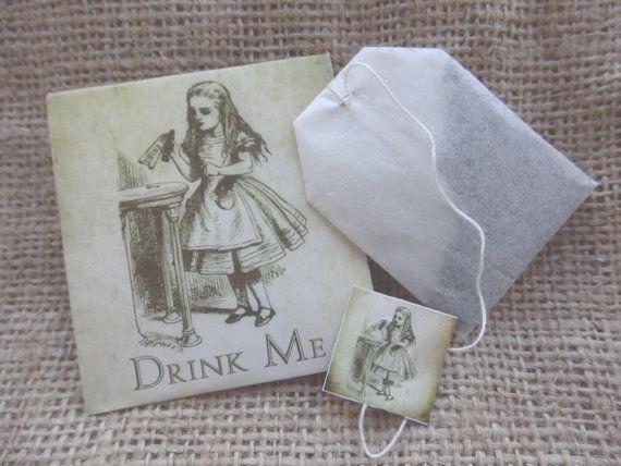 Wedding favors. Alice in Wonderland wedding by Pearlypantscrafts