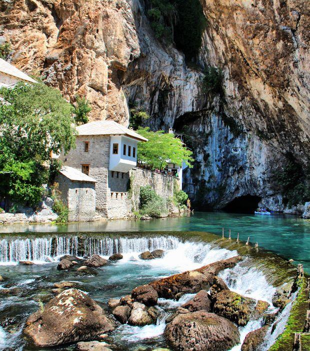 Petit village de moins de 2 000 habitants, Blagaj en Bosnie-Herzégovine est un vrai coin de paradis
