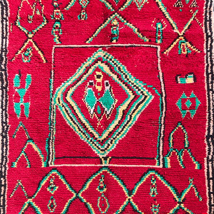 This antique #Azilal #rug is simply breathtaking. The gorgeous wool and the refined weaves are bursting with creativity and originality.