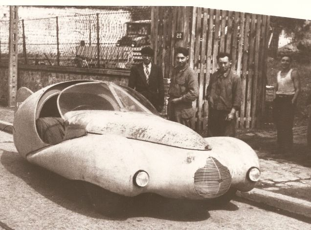 Victor-Albert Bouffort was an aeronautics engineer who took it upon himself to design and build some pretty crazy cars in the years after WWII. The first was this magnificent streamlined three-wheeler based on a Citroen Traction-Avant.