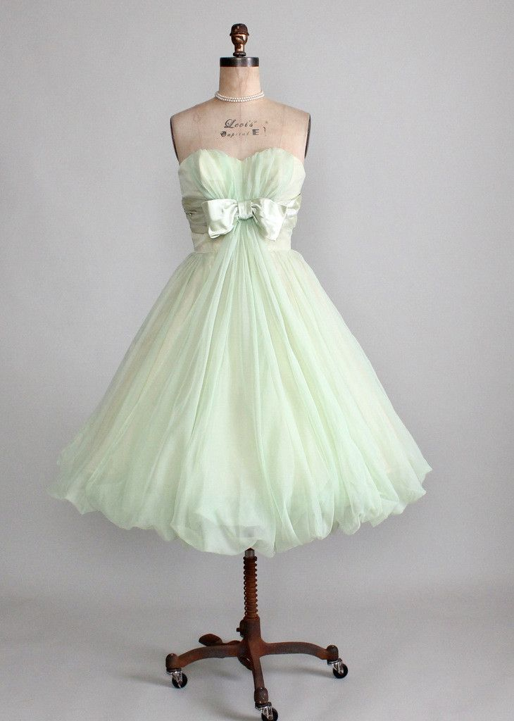 Vintage Early 1960s Minty Green Strapless Prom Dress This is adorable id like it better if it had straps too