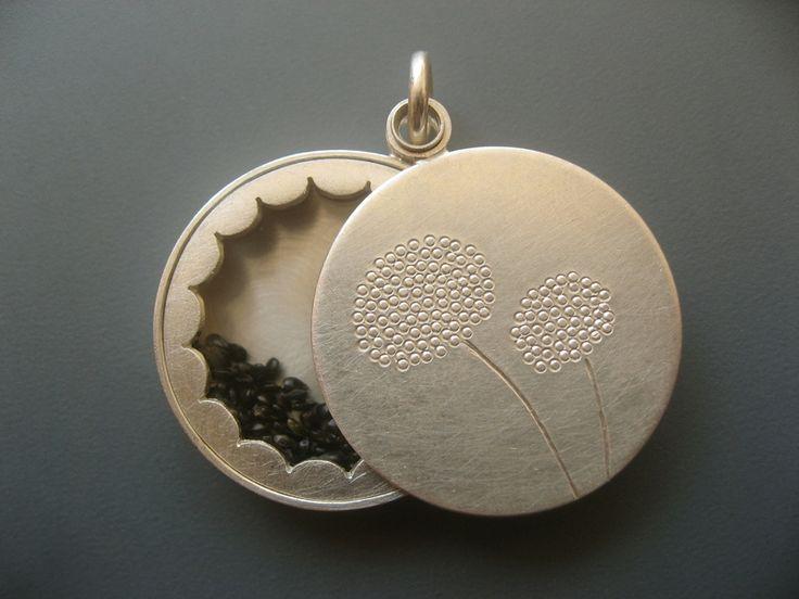 Silberanhänger - Medaillon Silber mit Botschaft - ein Designerstück von mabotte bei DaWanda