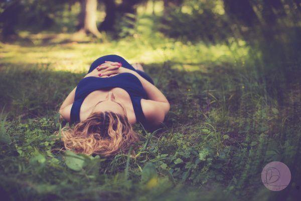 Čakanie na Paľka – Radka Bezdedová – Fotograf Žilina  . #Majka #maternity #tehotenské fotenie #bruško #photography #baby #nature #príroda #forest #les #fotenie #fotografia #pregnancy #žilina #portrét #portrait #budúca mamička