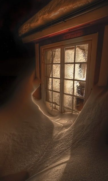Evening snowdrift aglow in Sundsandvik, Sweden • photo: Carl Filip Nystedt on Flickr