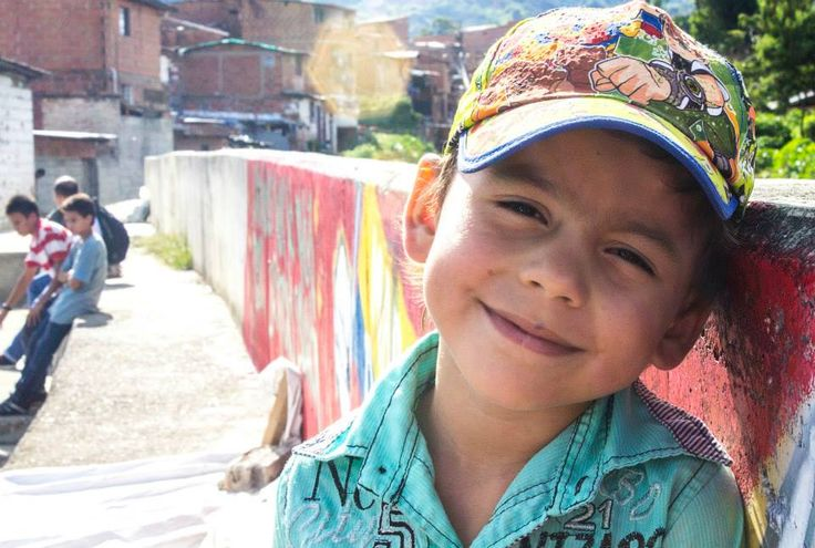La sonrisa más auténtica que puedes encontrar es la de un niño, no importan las condiciones en que vivan, ellos siempre pueden ser felices | Dilan | Barrio San Nicolás, Bello