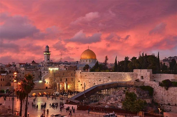 Gorgeous Sky over the Kotel and Temple Mount - @stephen_israel Instagram: