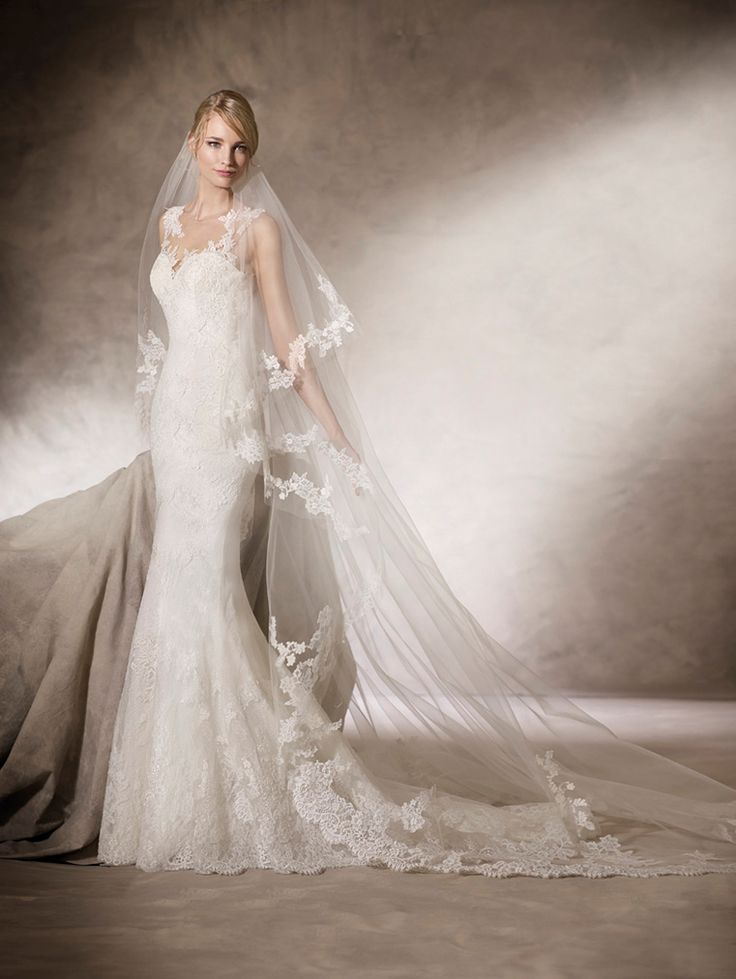 HOZ - Tulle and embroidered tulle mermaid wedding dress with sweetheart neckline. Lace, embroidery and gemstone embroidery appliqué cover the lovely silhouette of the skirt.