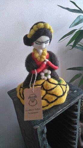 Escultura en fieltro agujado  Frida kalho