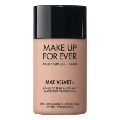 Waar Mat Velvet foundation licht toegepast wordt zorgt ze voor een natuurlijke matte uitstraling van de teint.   De nieuwe olie-vrije formule is geschikt voor gevoelige huid.  Kies de kleur die bij u past >> http://www.extreme-beautylife.nl/index.php?route=product/product&path=63_73&product_id=2459