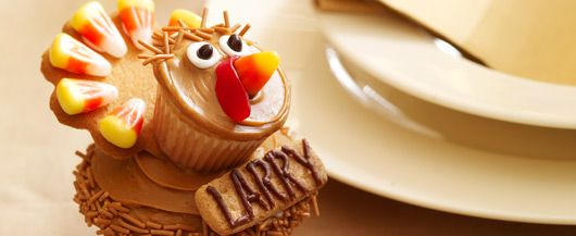 Larry the Turkey Cupcakes. A turkey with pumpkin, caramel and ginger flavors. Yum! #DuncanHines #bakingseason