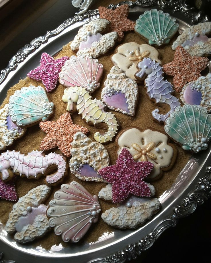 Sea wonders in gingerbread,  seashell cookies,   seahorse cookies,  starfish cookies, clam shell cookies,