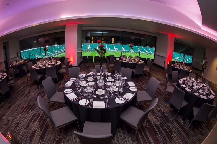 Host a dinner in the Members Lounge in Twickenham Stadium's West Stand and look out over the pitch and stadium during your event