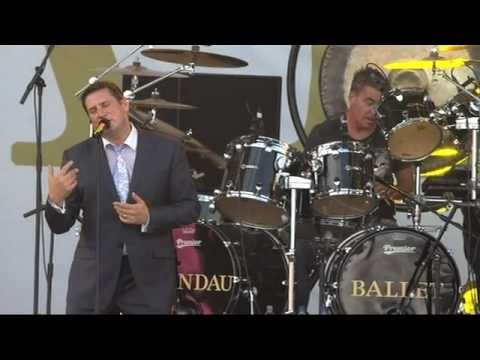 Unbelievable that Tony Hadley sounds this great so many years later.  Bless him! ▶ Spandau Ballet - Gold live at IOW Festival 2010 - YouTube
