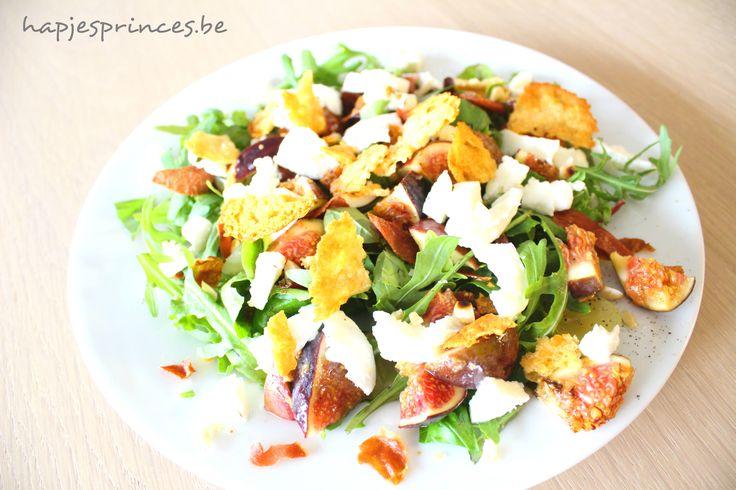 salade met vijgen, serranochips, mozzarella en kaaskrokantjes