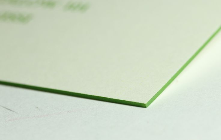 Colored edges in light green / Type Center