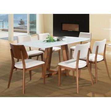 Uma combinação que deu muito certo, mesa e cadeira de linhas diferentes para deixar sua sala de jantar ainda mais exclusiva.
