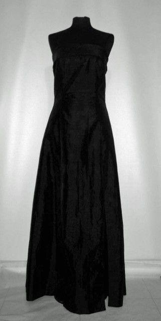 Rochie de seara din tafta repro anii '50 http://www.vintagewardrobe.ro/cumpara/rochie-de-seara-din-tafta-repro-anii-50-7495317 #vintagewardrobe #1950s #taffeta #black #eveninggowns