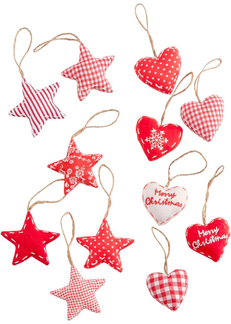Se nu:Jättefina stjärnor och hjärtan i stugstil. Kan hängas upp eller spridas ut. Figurerna har olika design och en del är försedda med text. Fyllda med vadd. Perfekta att dekorera grenar eller presenter med. Mått: H/B ca 5,5x6 cm, 6,5x6 cm.