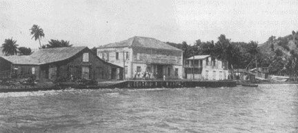 En la Aduana (edificio del centro) ondeó el 5 de agosto de 1898, la primera bandera americana en Fajardo. La misma sería capturada el día 7 de agosto por un Guardia Civil a las órdenes del teniente Colorado. Esta aduana y sus alrededores recibieron varios disparos de cañones de tiro rápido desde los buques americanos el día 7 de agosto.