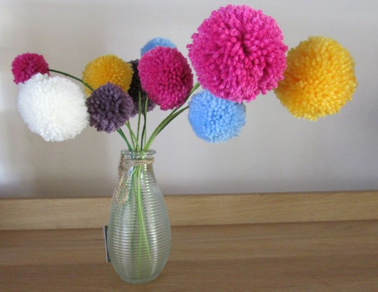 How to Make Pom Pom Flowers #PomPoms #Craft