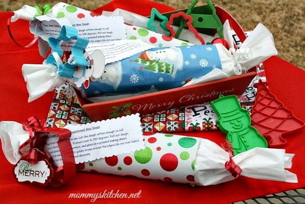 Mommy's Kitchen - Country Cooking & Family Friendly Recipes: Cookie Dough Gift Rolls {DIY Christmas Gift Idea}