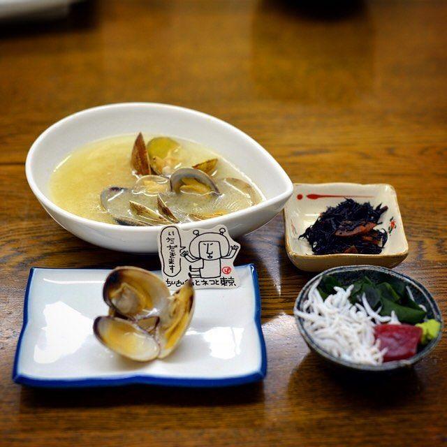 #あさりの酒蒸し  #Asari no #Sakamushi = Asari clams steamed in sake . . . #tinylp #tinylpintokyo #japanesefood #illustration #食べ物ばかり #바지락술찜 #あさり by tiny_lp