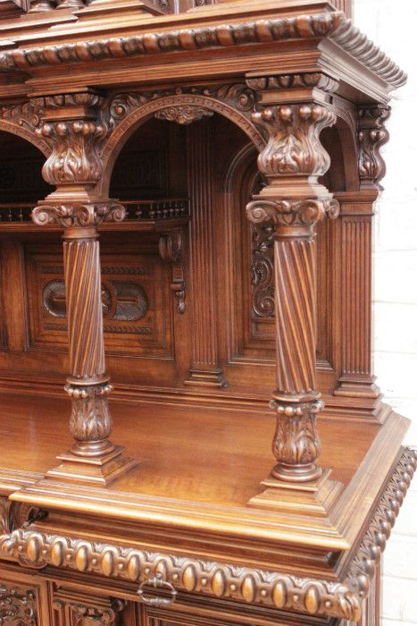 Exceptional quality renaissance style 11pc walnut dinning set