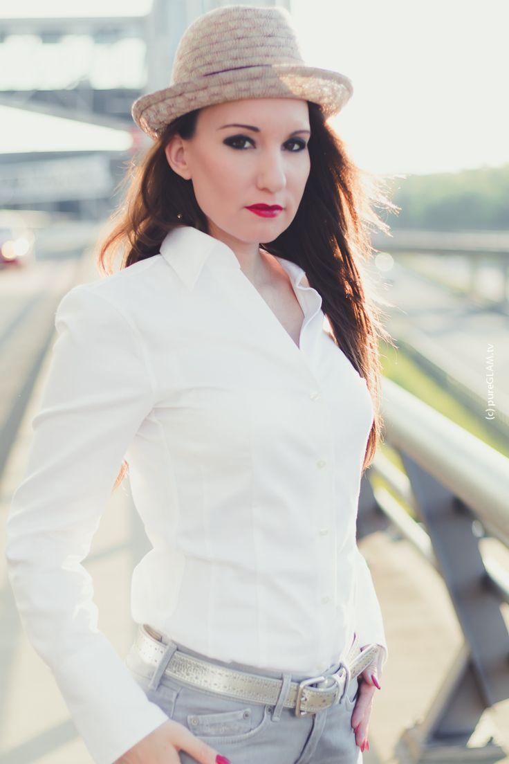 Fashionlook - rote Stiefel Peter Kaiser - Stetson Hut - weiße Bluse und graue Jeans - Cozy Frühlingslook - Fashionblogger Deutschland - Modeblog