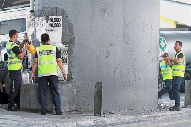 Klang Goes 'Green' to Eliminate Ugly Loan Shark Ads on Pillars