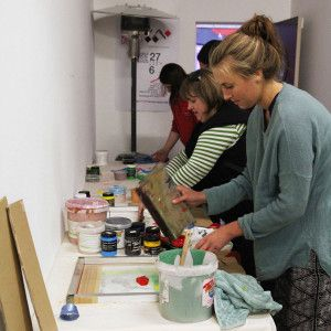 http://colourboxstudio.com/event/learn-to-screen-print-in-a-day-one-day-short-course-31-august-2014/